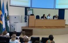 Da esquerda para a direita, na mesa: Profa. Teresa Barroso, Prof. Erikson Furtado e Profa. Ana Cecília Marques